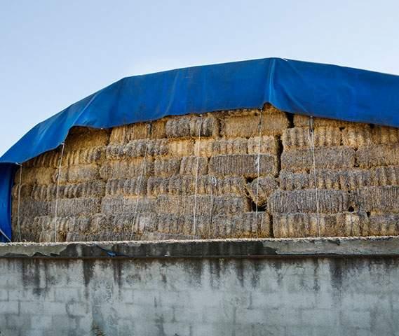 Bâche agricole pour la protection de la paille et du foin